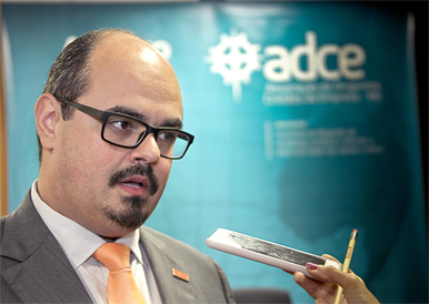 A ADCE-MG realizou um evento e palestra ao lado do vereador Mateus Simões